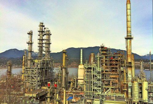 1024px-Oil_refinery_canada.jpg
