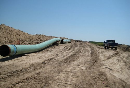 800px-Pipes_for_keystone_pipeline_in_2009.jpg