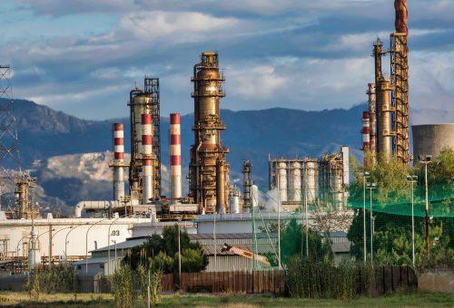 refinery-3400043_1920.jpg
