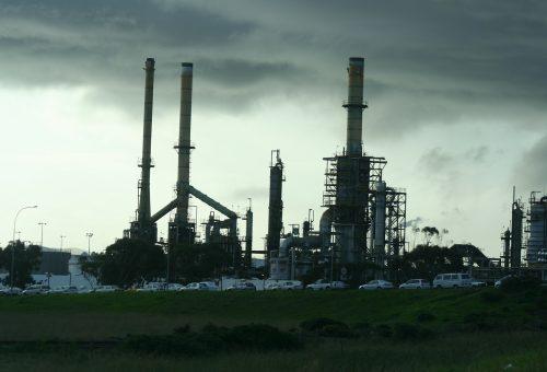 refinery-340439_1920
